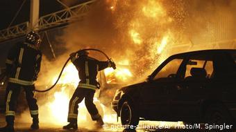 Εικόνες από τις βίαιες συγκρούσεις σε προάστιο του Παρισιού τον Νοέμβριο του 2005