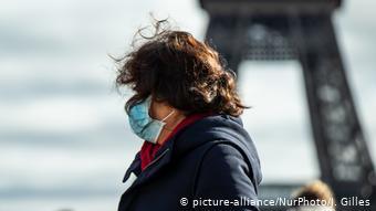 Frankreich   Coronavirus in Paris (picture-alliance/NurPhoto/J. Gilles)