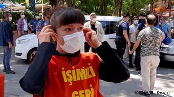 Η πρώην υπάλληλος Ναζάν Μποζκούρτ διαδηλώνει καθημερινά