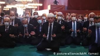 Tροφή για κάθε λογής σταυροφόρους και ισλαμιστές η μετατροπή