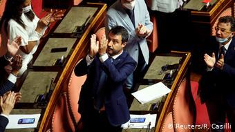 Ο Σαλβίνι χειροκροτεί την άρση της ασυλίας του πιστεύοντας ότι θα δικαιωθεί