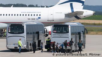 Άρρωστα προσφυγόπουλα από την Ελλάδα φθάνουν στο Κάσελ (24 Ιουλίου 20)