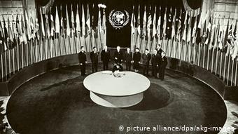 1945: ο εκπρόσωπος της Κίνας υπογράφει τη Χάρτα των ΗΕ