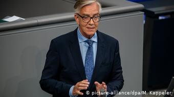 Ο Ντίντμαρ Μπαρτς κατηγορεί τον υπουργό Εσωτερικών Ζεεχόφερ για απάνθρωπη συμπεριφορά