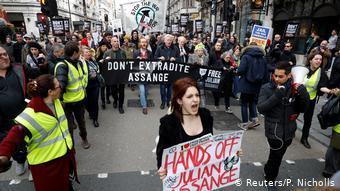 Διαδηλώσεις στο Λονδίνο για τη μη έκδοση του Ασάνζ