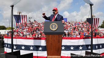 O Τραμπ υποστηρίζει ότι εάν δεν επανεκλεγεί η Αμερική θα καταρρεύσει