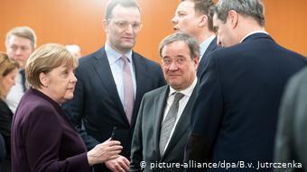Η Μέρκελ με τους 16 πρωθυπουργούς των κρατιδίων