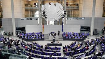 Τα 2/3 των βουλευτών υψερψηφίζουν τις νομικές αλλαγές