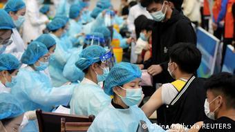 Μαζικοί εμβολιασμοί φοιτητών στην Κίνα